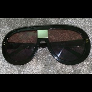 Accessories - Black and gold sunglasses